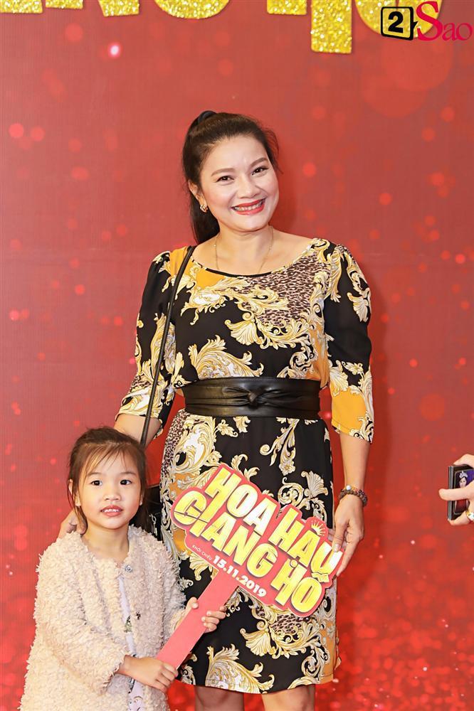 Thanh Hằng tái ngộ Hà Tăng trên thảm đỏ ra mắt phim đầu tay của Lương Mạnh Hải và Minh Tú-17