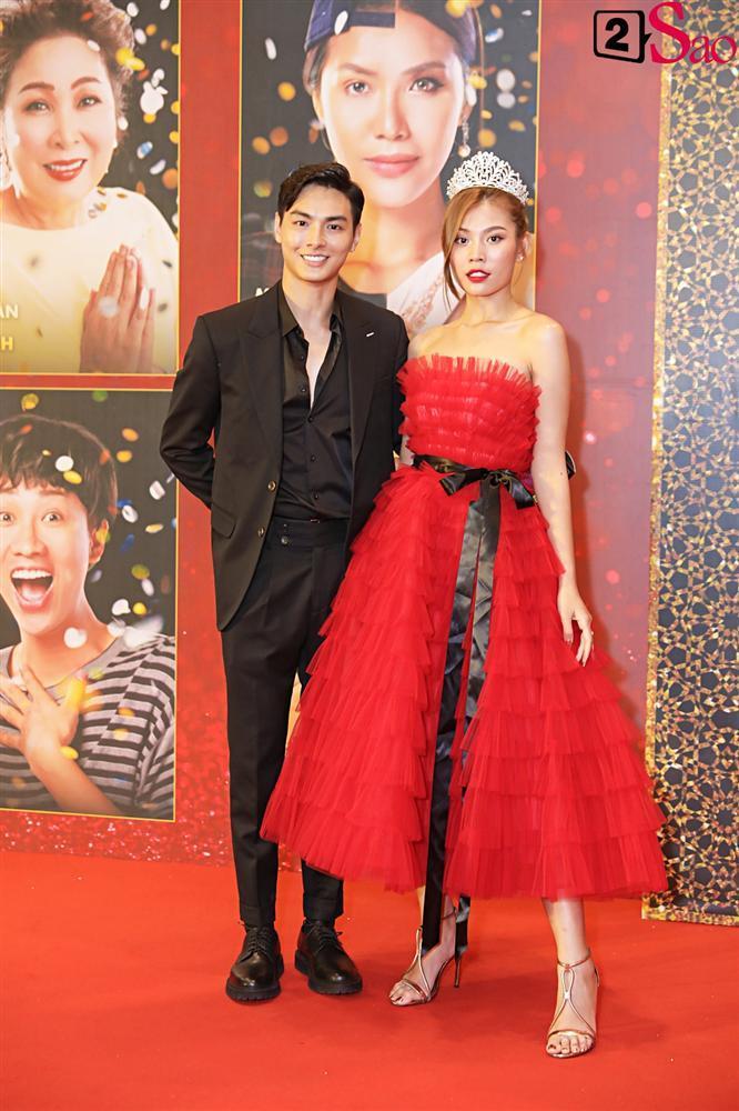 Thanh Hằng tái ngộ Hà Tăng trên thảm đỏ ra mắt phim đầu tay của Lương Mạnh Hải và Minh Tú-19