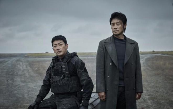 Lee Byung Hun đóng hai phim về thảm họa-2