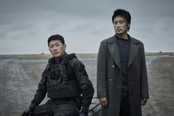 Lee Byung Hun đóng hai phim về thảm họa