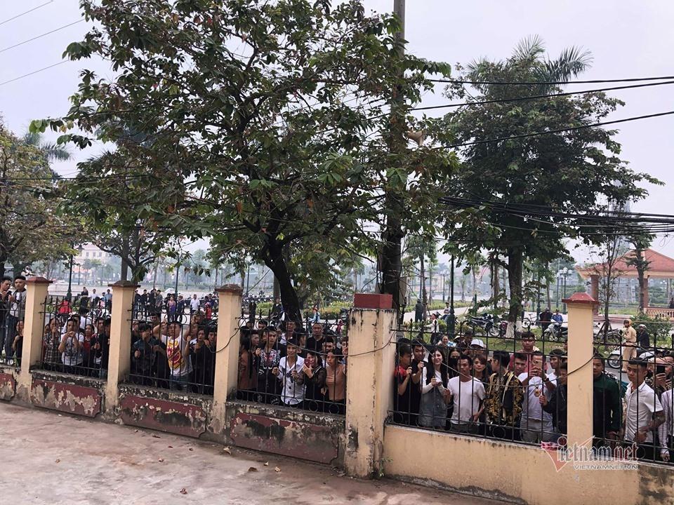 Hàng trăm đàn em giang hồ đến tòa theo dõi phiên xét xử Khá Bảnh-9