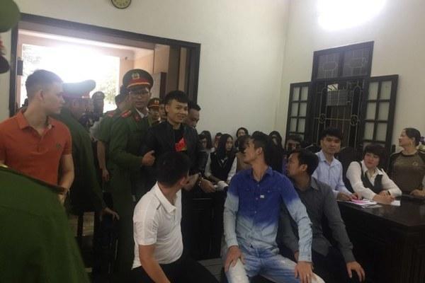 Hàng trăm đàn em giang hồ đến tòa theo dõi phiên xét xử Khá Bảnh-6