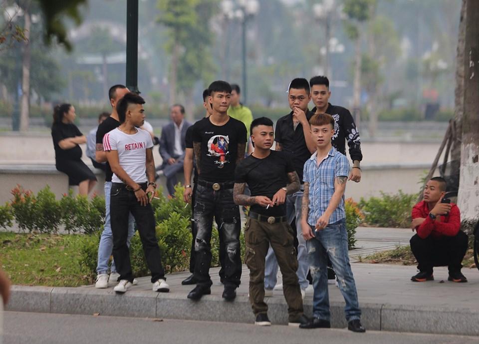 Hàng trăm đàn em giang hồ đến tòa theo dõi phiên xét xử Khá Bảnh-3
