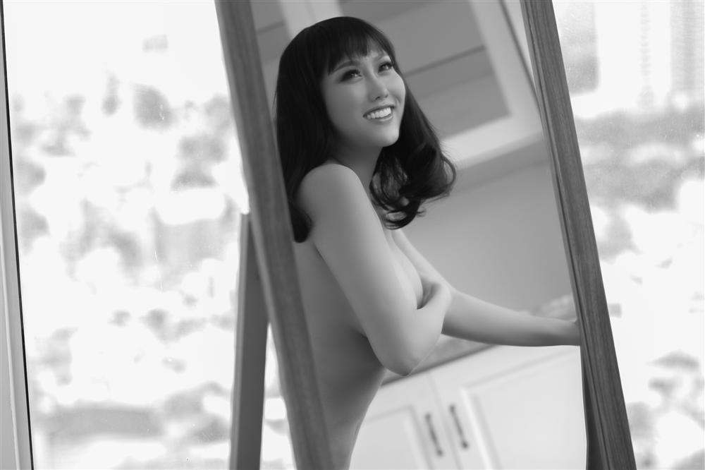 Phi Thanh Vân tung ảnh bán khỏa thân nhưng bị nghi photoshop bóp eo đến nát hình-3