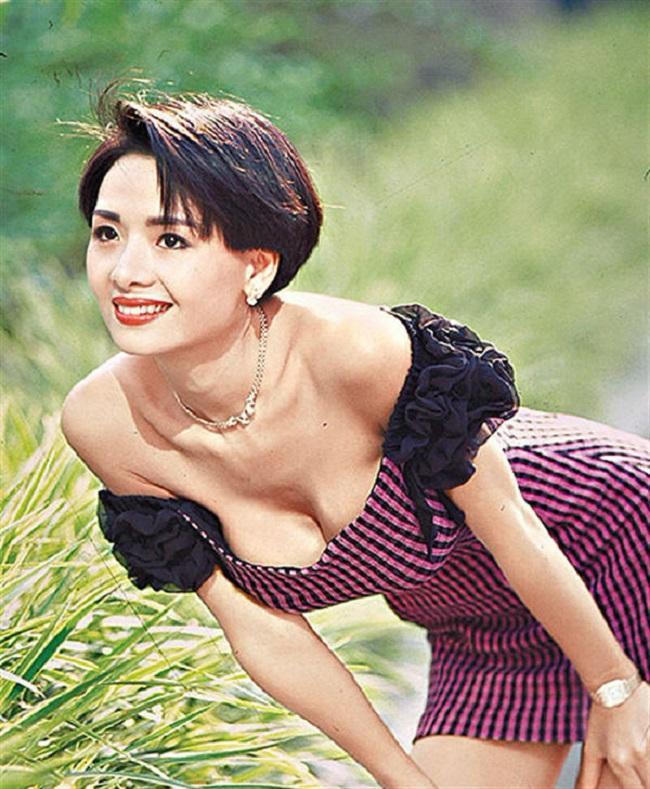 Nữ thần phim 18+ là người tình màn ảnh bốc lửa nhất của Châu Tinh Trì giờ ra sao?-5