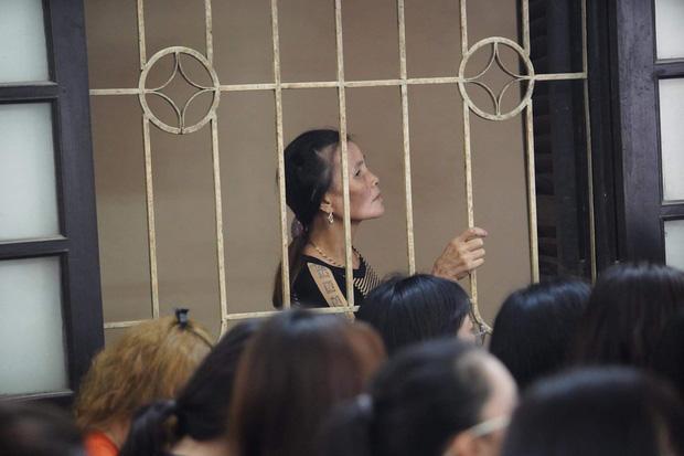 Mẹ Khá Bảnh nhào đến ôm con ở tòa: Mẹ chăm ăn béo lên, chờ con cải tạo trở về-6