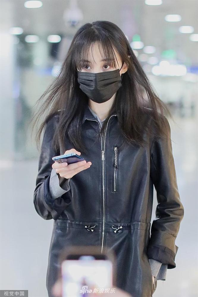 Trịnh Sảng bị fan cuồng rượt đuổi chạy sấp mặt ở sân bay-6