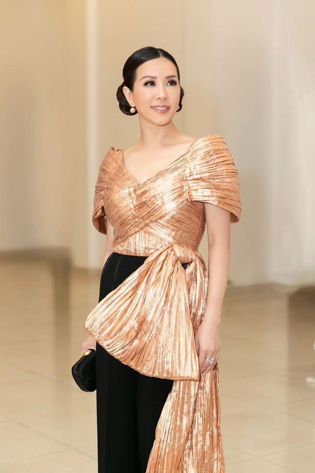 Phương Thanh đi sự kiện mà như tập nghĩa vụ quân sự - Khổng Tú Quỳnh tự dìm dáng vì set đồ vàng chóe-6