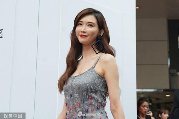 Vừa chụp xong ảnh cưới, Lâm Chí Linh bị phản đối vì tổ chức hôn lễ ở bảo tàng-3