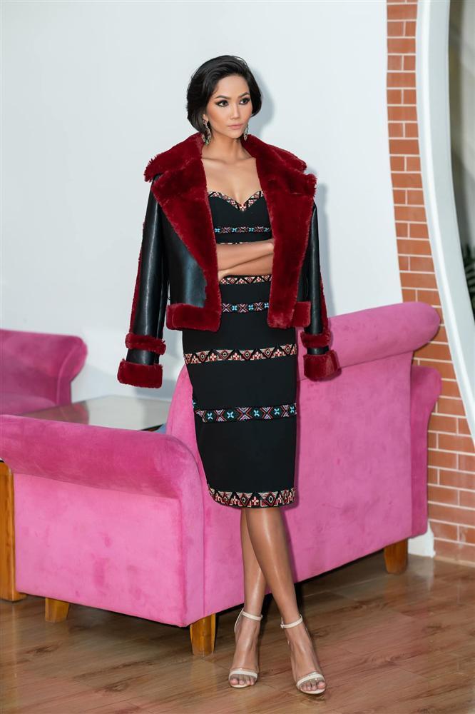 Bản tin Hoa hậu Hoàn vũ 13/11: HHen Niê mix đồ thổ cẩm cao tay, giật ngay spotlight của dàn mỹ nữ-1
