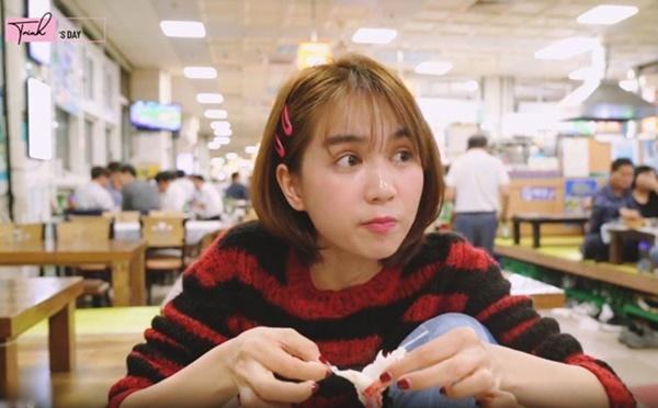 Ngọc Trinh ăn hải sản bữa tiền triệu nhưng vẫn không quên mang theo một món rẻ tiền quê nhà-1