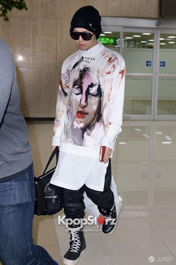 G-Dragon luôn được khen dù mặc váy dài hay quần áo khó hiểu-4