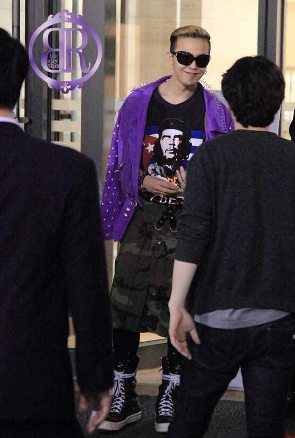 G-Dragon luôn được khen dù mặc váy dài hay quần áo khó hiểu-5