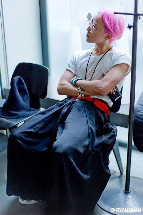 G-Dragon luôn được khen dù mặc váy dài hay quần áo khó hiểu-7