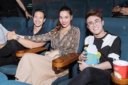 Hồ Ngọc Hà và Kim Lý tay trong tay đi xem phim lúc nửa đêm