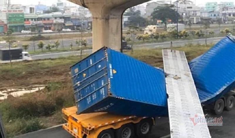 Vì sao xe container cao 4,2m kéo sập dầm cầu bộ hành cao 4,3m-1
