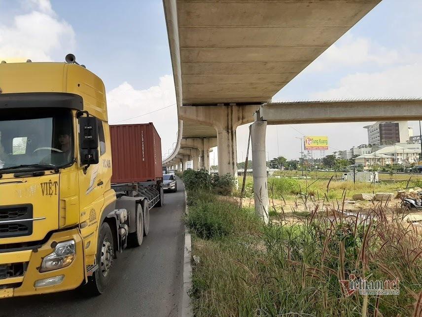 Vì sao xe container cao 4,2m kéo sập dầm cầu bộ hành cao 4,3m-3