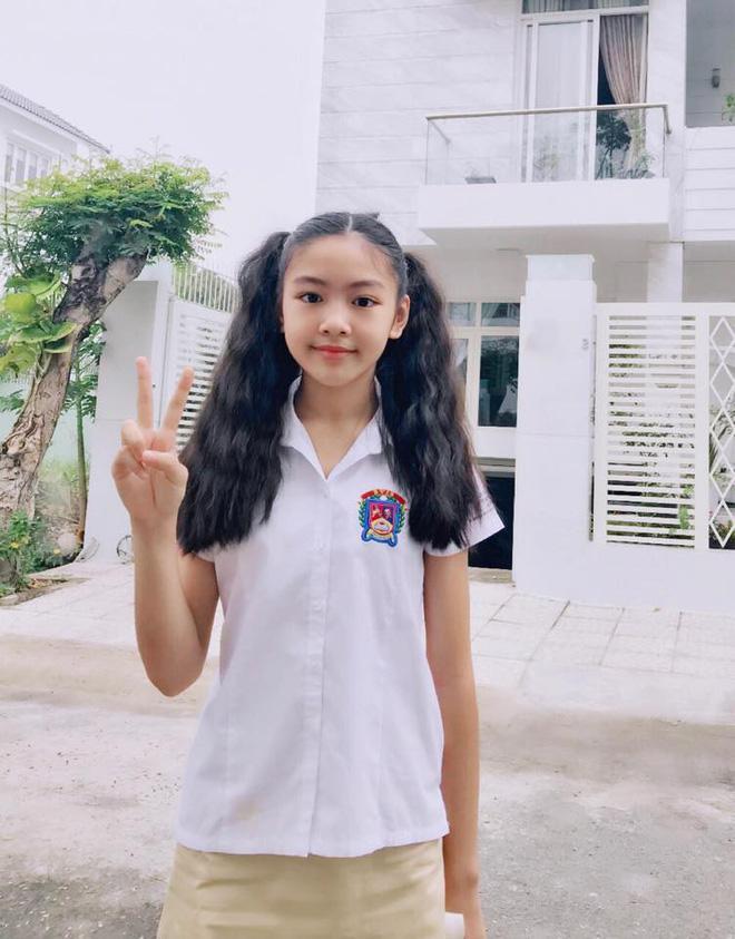 Dạy nhảy cho đại gia đình nhưng ai cũng chỉ chú ý đến nhan sắc đẹp chuẩn hotgirl của con gái cả MC Quyền Linh-3