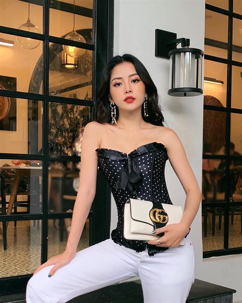 Chi Pu diện áo corset khoe eo nhỏ khó tin - Thúy Vi lăng xê mốt áo như khăn giống Lisa-1