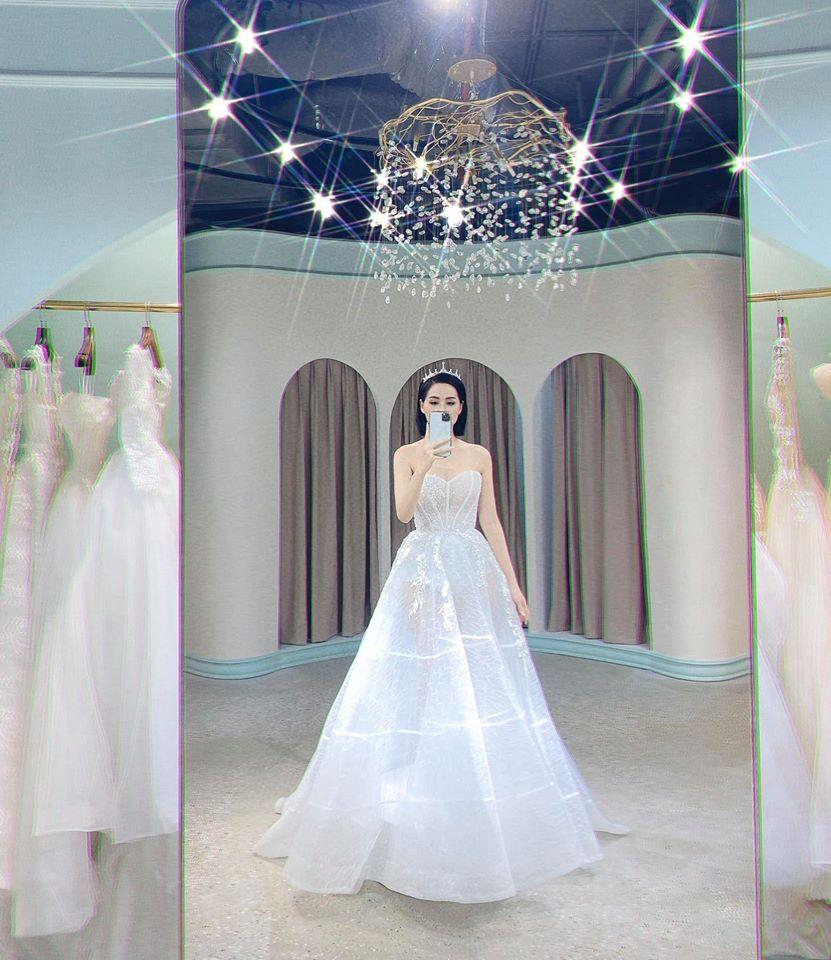 Chả đợi đến 10 năm, Tâm Tít khoe luôn mặc váy cưới lần 2 làm ai cũng hóng chú rể lộ diện-2