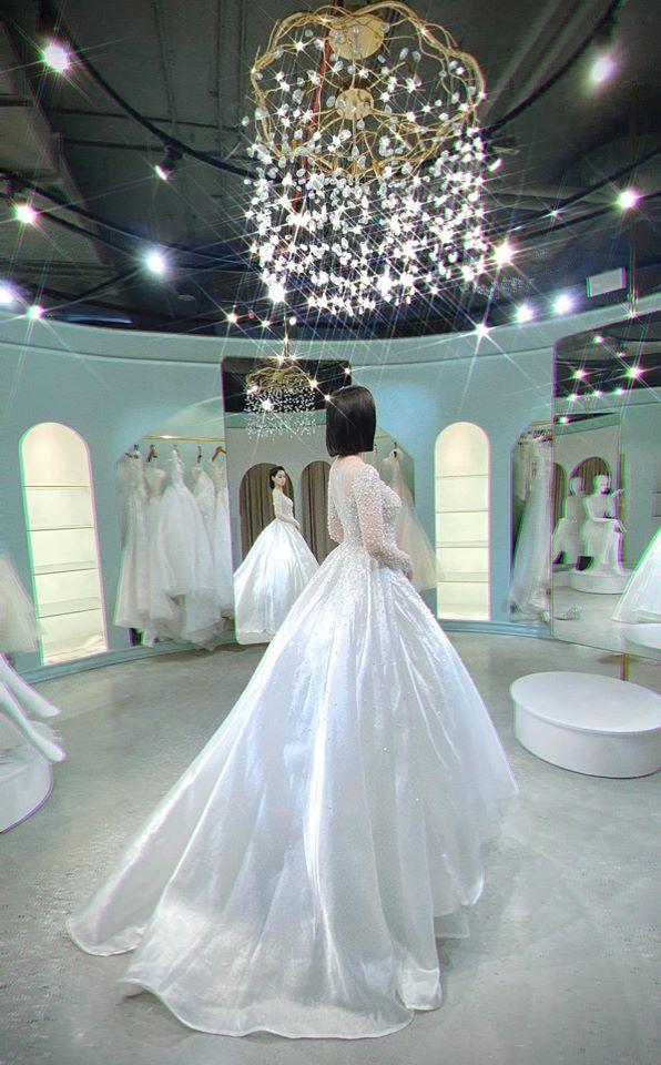 Chả đợi đến 10 năm, Tâm Tít khoe luôn mặc váy cưới lần 2 làm ai cũng hóng chú rể lộ diện-4