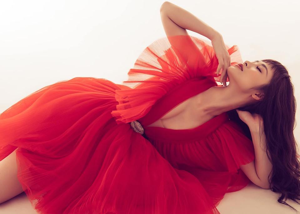 Một chiếc váy có tới chục lần đụng hàng từ Á đến Âu: Người mặc đẹp nhất không ai qua nổi Hương Giang-6