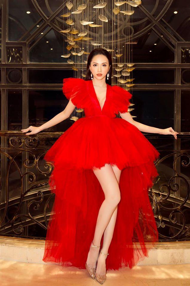 Một chiếc váy có tới chục lần đụng hàng từ Á đến Âu: Người mặc đẹp nhất không ai qua nổi Hương Giang-1