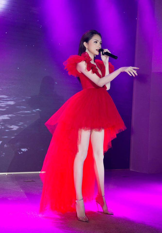 Một chiếc váy có tới chục lần đụng hàng từ Á đến Âu: Người mặc đẹp nhất không ai qua nổi Hương Giang-2