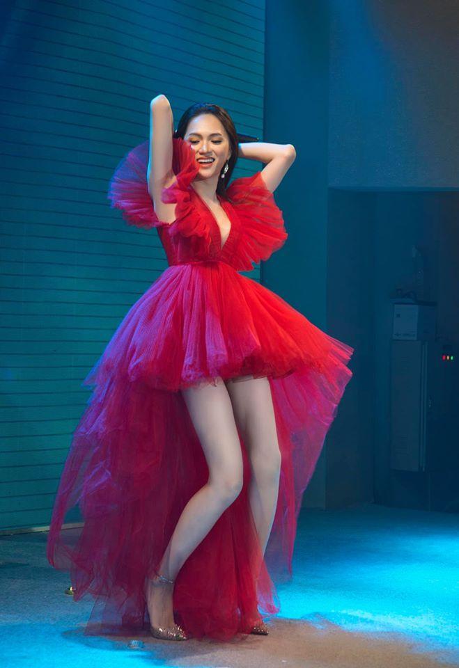 Một chiếc váy có tới chục lần đụng hàng từ Á đến Âu: Người mặc đẹp nhất không ai qua nổi Hương Giang-3