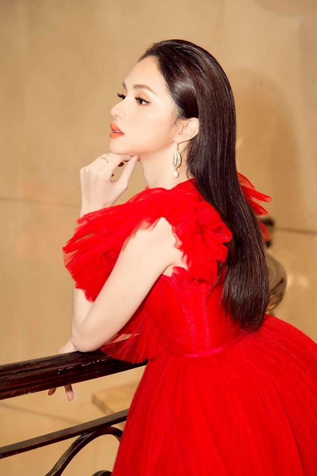 Một chiếc váy có tới chục lần đụng hàng từ Á đến Âu: Người mặc đẹp nhất không ai qua nổi Hương Giang-4