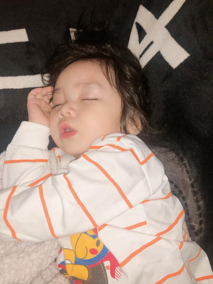 Ái nữ 1 tuổi đáng yêu như thiên thần, e rằng Hoài Lâm sẽ sớm bị giật spotlight mất thôi!-1