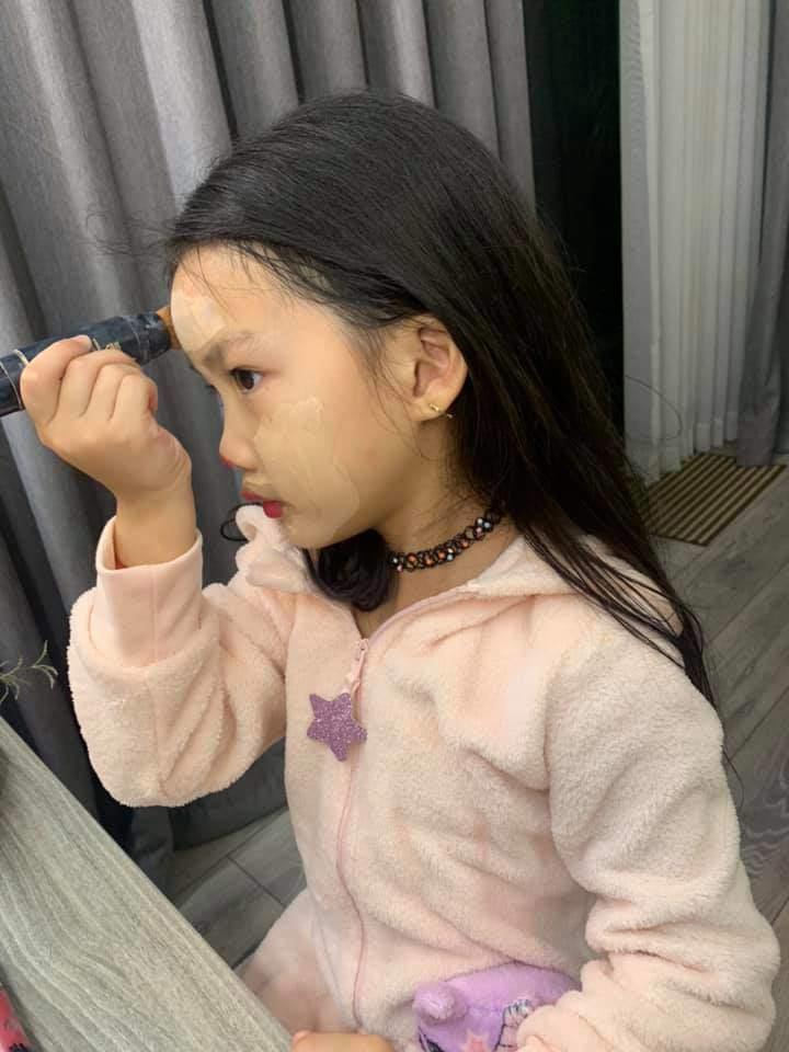 Bị nhắc vì để con 6 tuổi trang điểm mỗi ngày, Ốc Thanh Vân đáp không có gì nghiêm trọng-1
