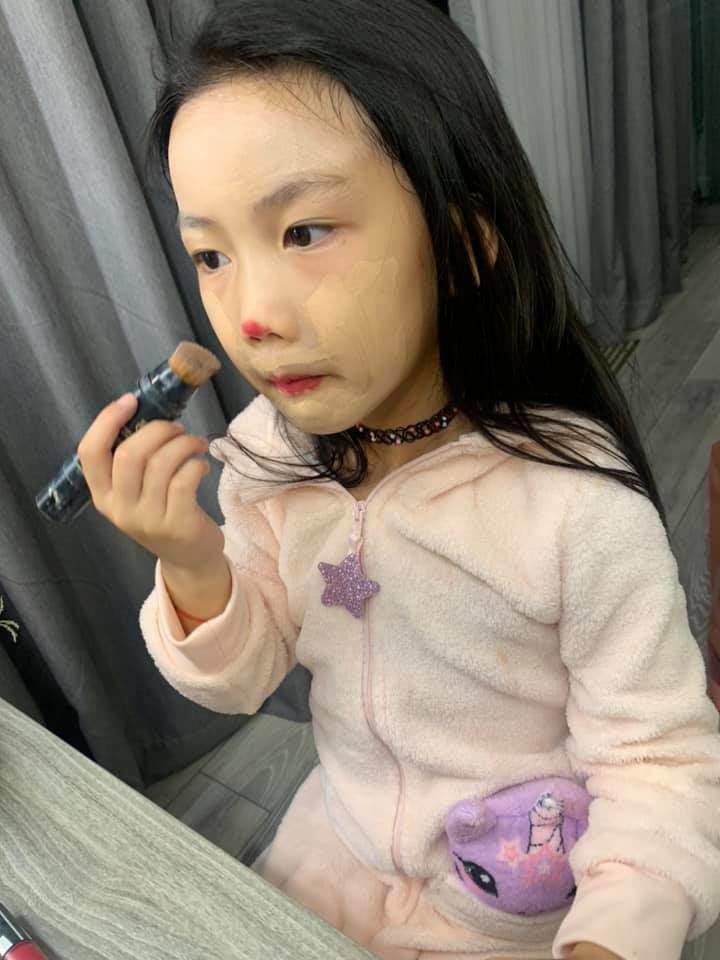 Bị nhắc vì để con 6 tuổi trang điểm mỗi ngày, Ốc Thanh Vân đáp không có gì nghiêm trọng-2
