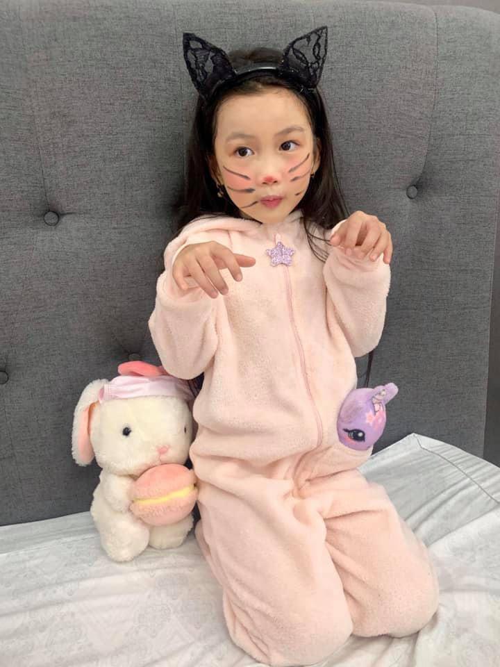 Bị nhắc vì để con 6 tuổi trang điểm mỗi ngày, Ốc Thanh Vân đáp không có gì nghiêm trọng-5
