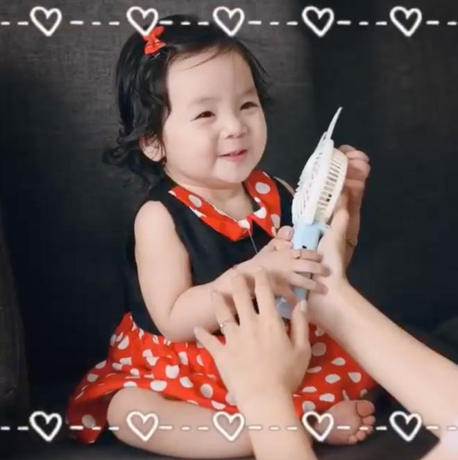 Ái nữ 1 tuổi đáng yêu như thiên thần, e rằng Hoài Lâm sẽ sớm bị giật spotlight mất thôi!-6