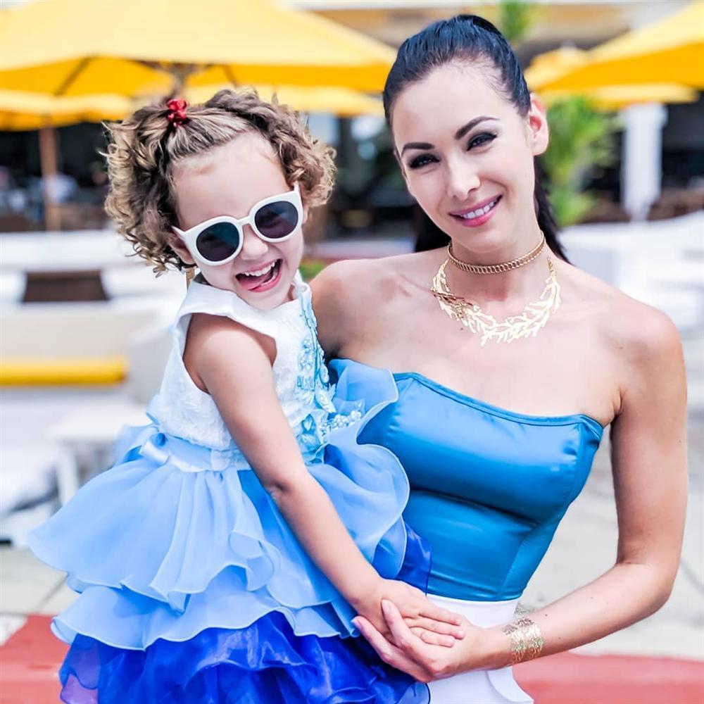Bản tin Hoa hậu Hoàn vũ 14/11: Khán giả quốc tế nửa khen nửa chê quốc phục của Hoàng Thùy-6
