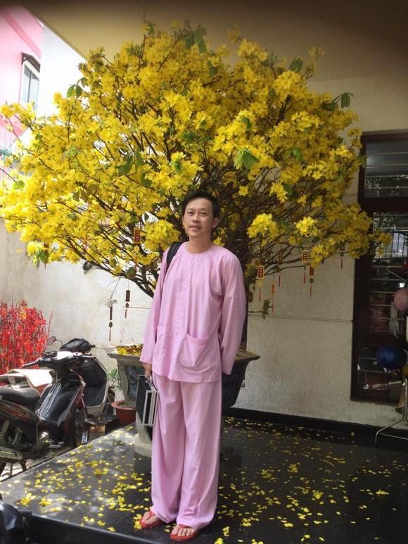 Lâu lâu Hoài Linh cũng có ngày diện cả cây đồ hiệu, thay đổi phong cách trẻ trung khiến sao Việt khen hết lời-1