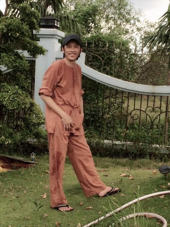 Lâu lâu Hoài Linh cũng có ngày diện cả cây đồ hiệu, thay đổi phong cách trẻ trung khiến sao Việt khen hết lời-2