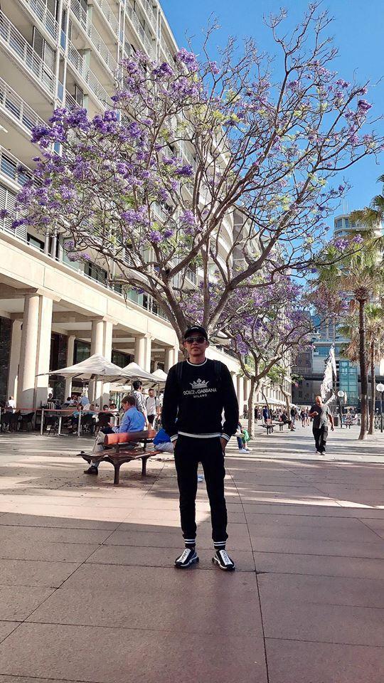 Lâu lâu Hoài Linh cũng có ngày diện cả cây đồ hiệu, thay đổi phong cách trẻ trung khiến sao Việt khen hết lời-4