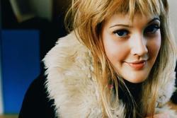 Drew Barrymore - 'thiên thần sexy' đi lên từ rượu và ma túy