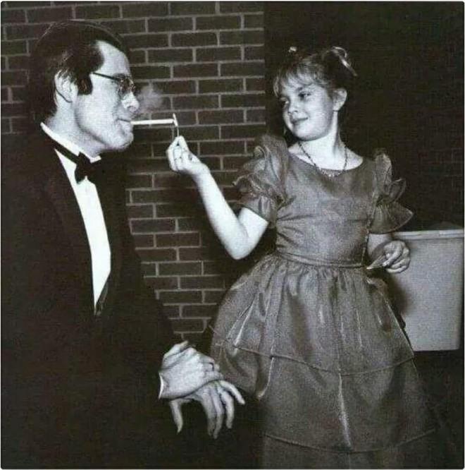 Drew Barrymore - thiên thần sexy đi lên từ rượu và ma túy-1