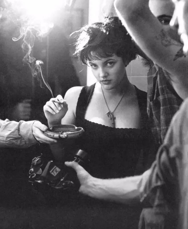 Drew Barrymore - thiên thần sexy đi lên từ rượu và ma túy-3