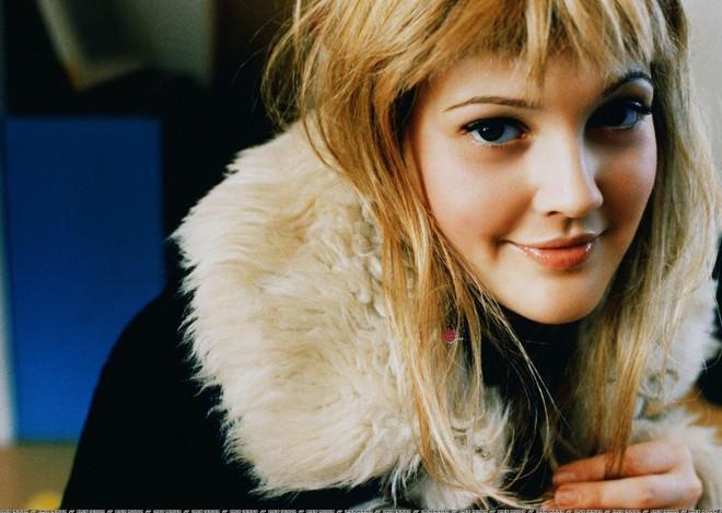 Drew Barrymore - thiên thần sexy đi lên từ rượu và ma túy-4