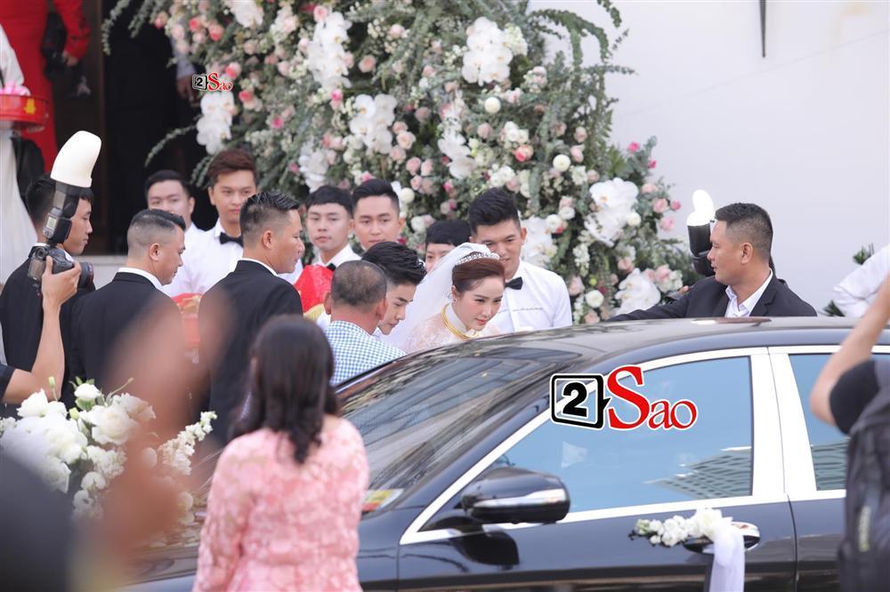 Điểm lạ trong lễ cưới Bảo Thy: Cô dâu chú rể không chung bước, liên tục người đi trước - kẻ bước sau-15