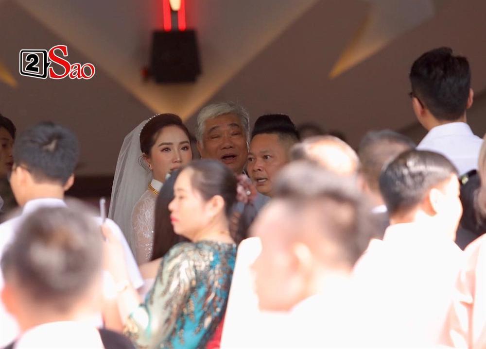 Điểm lạ trong lễ cưới Bảo Thy: Cô dâu chú rể không chung bước, liên tục người đi trước - kẻ bước sau-17