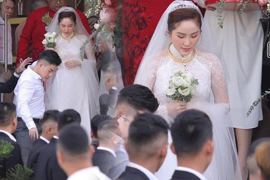 Bảo Thy chọn áo dài trắng phối ren, chú rể hack tuổi bằng kiểu tóc undercut trong lễ cưới tại nhà thờ-4