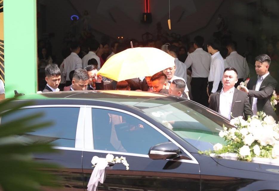 Điểm lạ trong lễ cưới Bảo Thy: Cô dâu chú rể không chung bước, liên tục người đi trước - kẻ bước sau-21