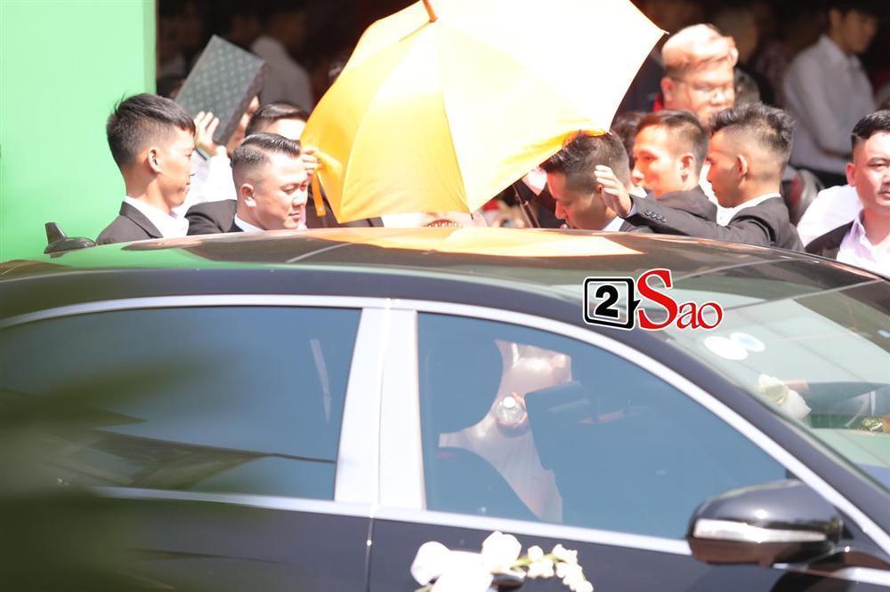 Điểm lạ trong lễ cưới Bảo Thy: Cô dâu chú rể không chung bước, liên tục người đi trước - kẻ bước sau-23