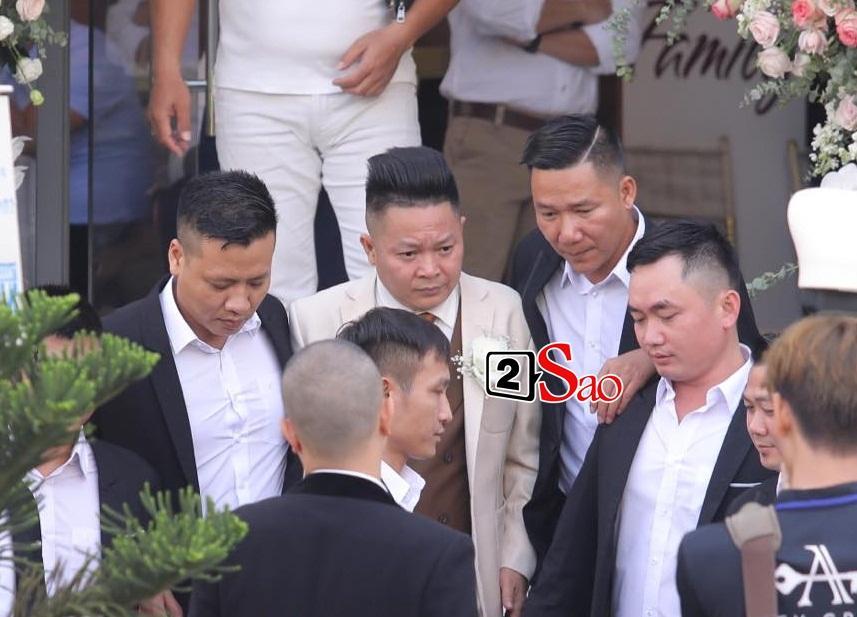 Đám cưới em gái, gia đình anh trai ca sĩ Bảo Thy lại giật hết spotlight bởi ngoại hình cả nhà đều đẹp-2