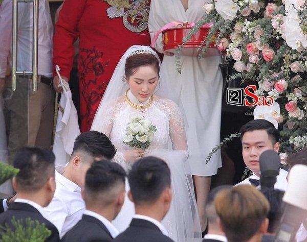 Đếm sương sương số vàng bạc, kim cương mà Bảo Thy và chồng đại gia đắp lên người ngày cưới cũng gần 20 món-2